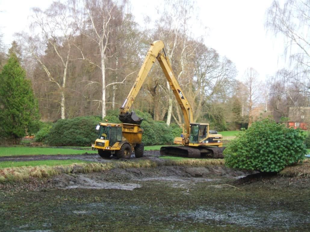 gravemaskiner til oprensning af søer for andemad